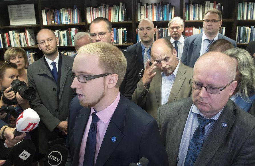 Perussuomalaisista lähtivät monet puolueen ääniharavoina tunnetuksi tulleet henkilöt.