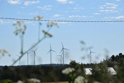 Tuulivoiman kiinteistöverot kuumottavat kuntia, mutta yhä korkeammalle nousevat voimalat herättävät edelleen myös vastustusta