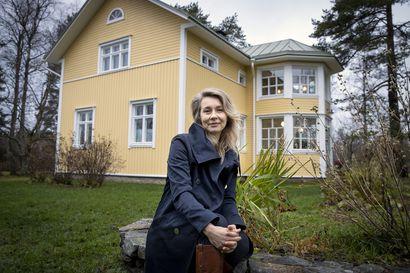 """Maailmalta takaisin palannut mezzosopraano Virpi Räisänen on nykyään innokas Yli-Ii-aktivisti –""""Monta kertaa olen mielessäni siunannut sitä, että päätimme tulla Suomeen"""""""