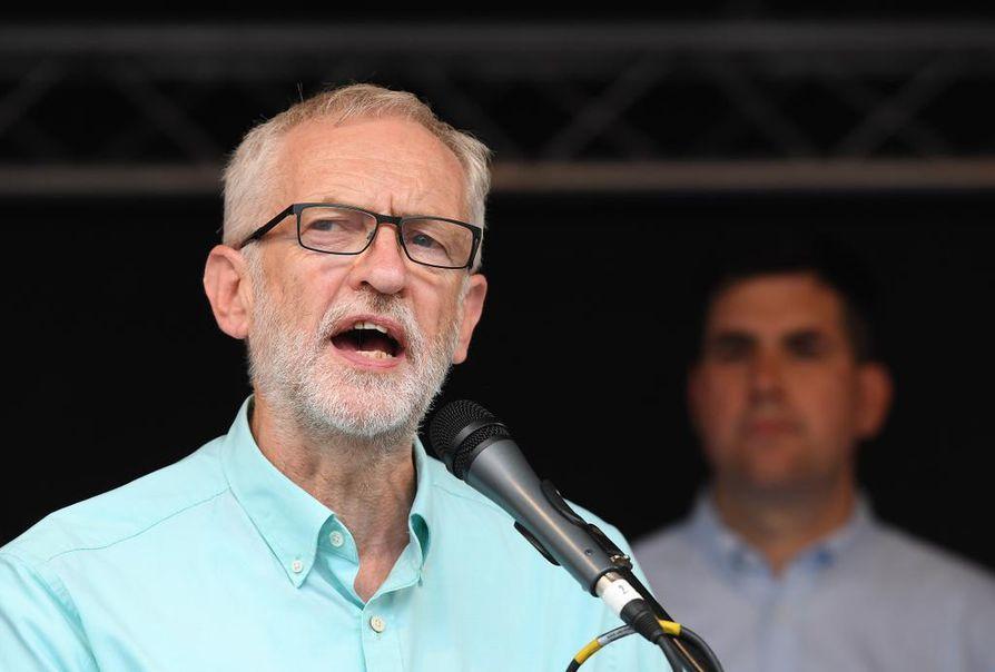 Työväenpuoluetta johtava Jeremy Corbyn yrittää estää sopimuksettoman EU-eron toteutumisen.