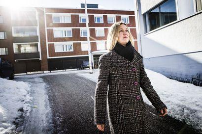 Täyskäännös – Kun viestintäjohtaja Anna Häkkinen päätti 45-vuotiaana opiskella poliisiksi, kaikilla oli vain yksi kysymys: miksi?