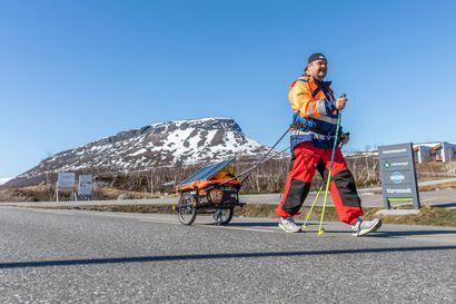 Mika Lemberg kävelee Kilpisjärveltä Keravalle ja nauttii joka askeleesta –Vielä pari vuotta sitten 20 metrin kävely hengästytti ja mielen valtasi kuolemanpelko