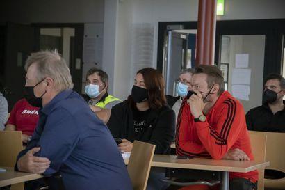 Yli 30 voimalan tuulipuisto Lumijoelle? - Maanomistajille järjestetyssä tilaisuudessa huolestuneet asukkaat olivat eniten äänessä