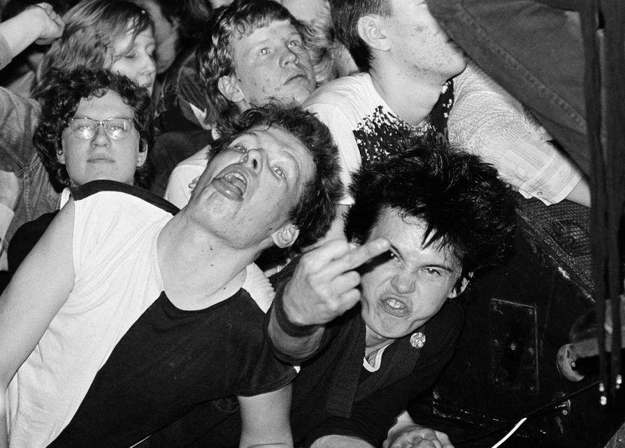 Stefan Bremer kuvasi Helsingin yössä punkkareita, diinareita ja mustahuulia.