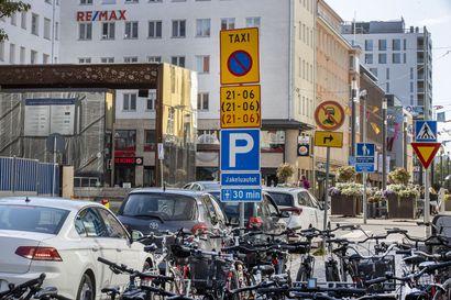 Rotuaarin huoltoajoista syntynyt kitkaa Oulussa – kuljetuspalvelut kaipaavat selvyyttä jakeluruutujen käyttöön