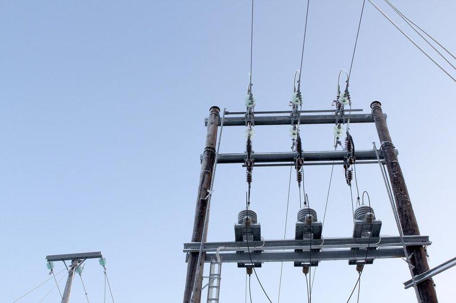 Sähkönsiirtoyhtiö Caruna ei aio luopua rajua kritiikkiä saaneista hinnankorotuksistaan.