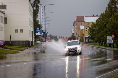Rankat ukkoskuurot kastelevat iltapäivään asti Meri-Lappia – illempana sateet siirtyvät Rovaniemen suuntaan