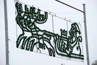 Jouluvalot syttyvät, kun joulutori ja jouluavaus täyttävät torin perjantaina
