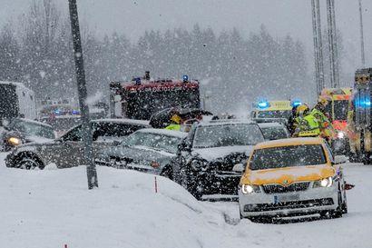 Liikenneonnettomuuksissa loukkaantuu yhä vähemmän ihmisiä Oulussa – kuolleiden määrässä ei muutosta, lähes kolmasosa onnettomuuksissa kuolleista on pyöräilijöitä