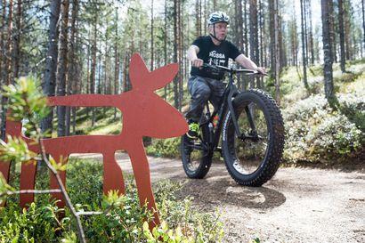 """Hossan kansallispuiston kesäpyöräily tästä lähtien sallittua vain merkityillä pyöräreitillä – taustalla luonnon kuluminen ja turvallisuus: """"Kävelyreiteillä kohtaamiset voivat olla yllättäviä ja jopa vaarallisia"""""""