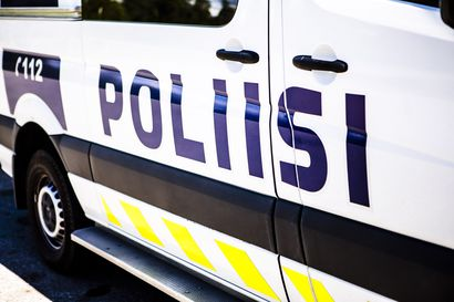Auto törmäsi valopylvääseen Torniossa – kuljettajan hallusta löytyi amfetamiiniksi epäiltyä ainetta