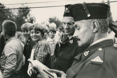 Vanhat kuvat: Kesä Oulussa 1980 – desibelejä mitattiin Kuusrockissa ja Tuiran asemalla vilisi varusmiehiä