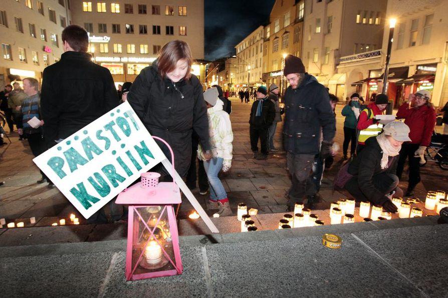 Stop Talvivaara -mielenosoitus vaati päästöjä kuriin.