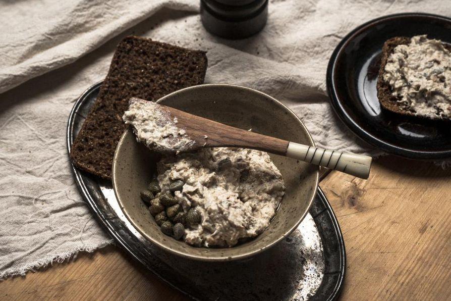 Täyteläinen särkitahna on oivallinen pari uuniperunalle ja tumman leivän päälle.