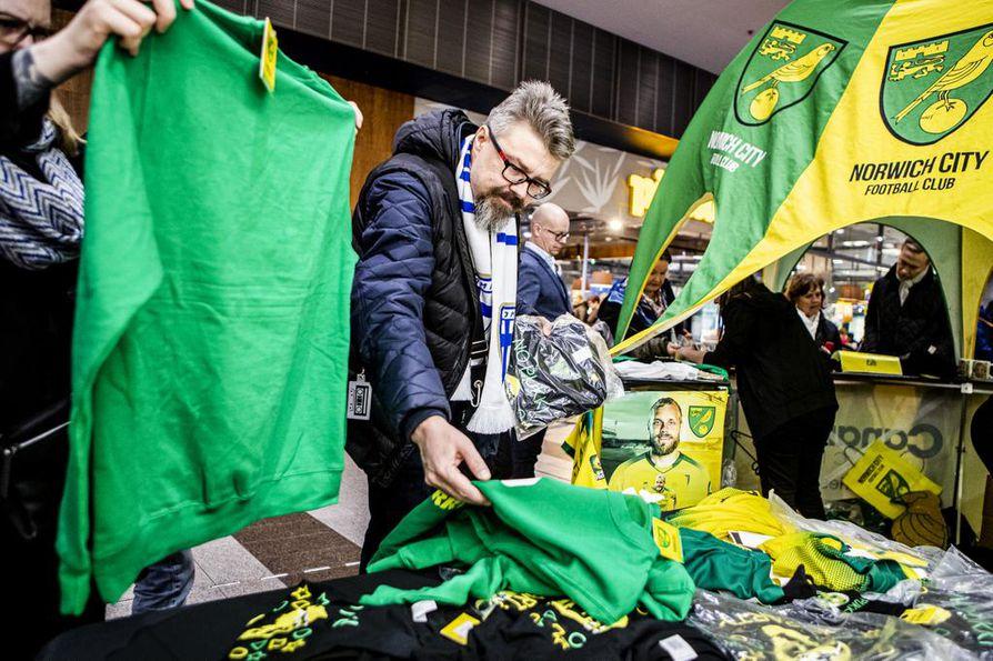 Pukki-paidat ovat menneet Norwich Cityn pop-up-kaupassa kuin kuumille kiville.