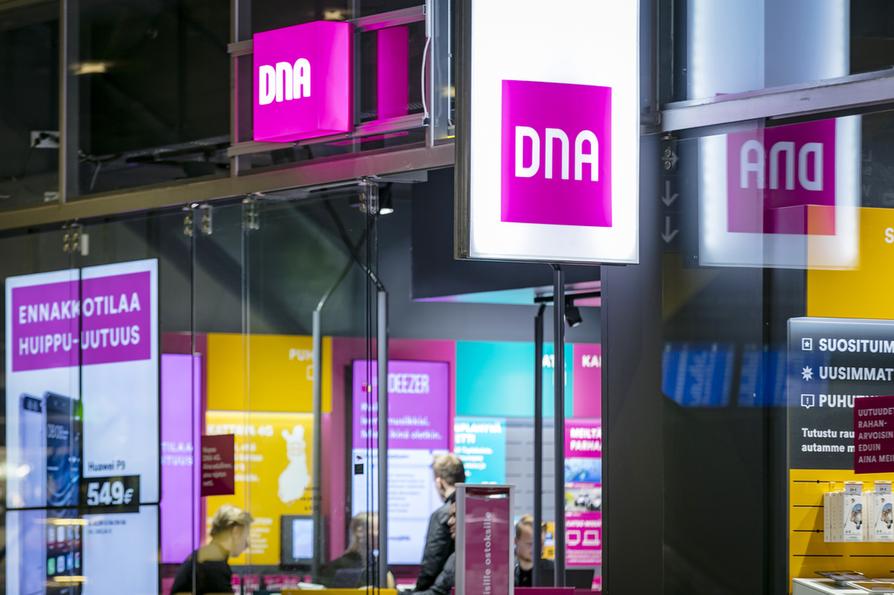 Ongelmat johtuvat DNA:n laitteiden rikkoontumisesta, jotka puolestaan johtuvat Oulun Energian asiakasmuuntamolla sattuneesta oikosulusta.