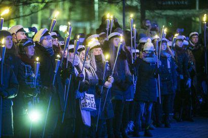 """""""Yhtään järjestyshäiriötä ei ollut"""" – Mielenosoitukset ja kulkue sujuivat Oulussa rauhallisesti"""