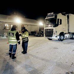 Rahtirekka pääsee rajan yli Norjaan seitsemän kettingin turvin –Norja ottaa käyttöön maailman tiukimmiksi sanotut rengassäännöt ensi vuonna