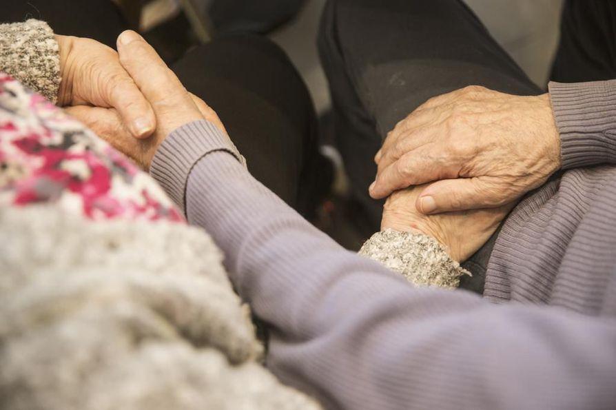 Oulukin selvittää muun muassa hoivapalveluja tarjoavan Esperi Caren yksiköiden toiminnan.