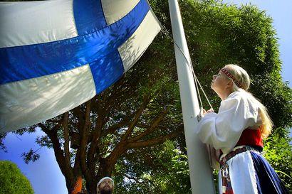 Vanhat kuvat: Juhannuksen viettoa Pohjois-Suomessa 1980-luvulta uudelle vuosituhannelle – keskikesää on juhlittu niin kokkojen ääressä, festivaaleilla kuin hiihtäen