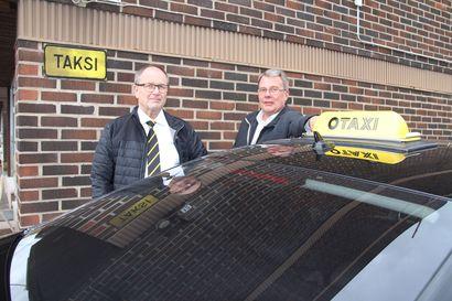 Asiakas on kuningas: Kela-kyytejä ajaa kaksi toimijaa alueellamme, valinnan tekee asiakas –Mitä asiasta miettii kuljettaja?