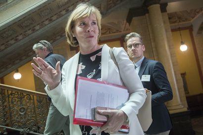 """Henriksson kuuli hallituksensa erosta kesken oikeusministerien EU-kokouksen Brysselissä – """"Mitä tämä tarkoittaa"""", kysyttiin suomalaispuheenjohtajalta"""