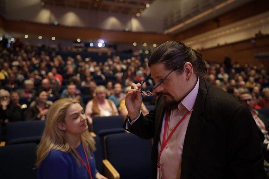 Mikko Koikkalainen ei tiennyt vielä marraskuussa Kuopiossa pidetyssä vasemmistoliiton puoluekokouksessa, että edessä ovat hallituksen vaihtumiseen liittyvien tehtävien valmistelut.