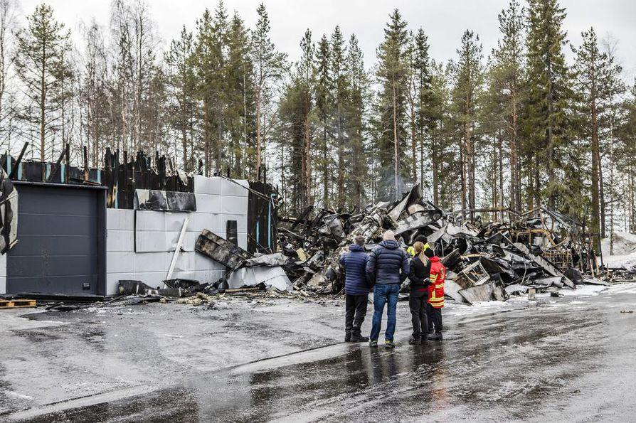 Rakennuksen varasto-osa tuhoutui palossa täysin. Sisällä oli tuotteita yrittäjän mukaan noin. 600 000 euron arvosta.