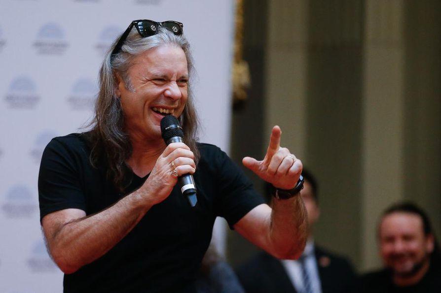 Bruce Dickinson puhui lokakuussa Argentiinan kongressissa, kun maa myönsi Iron Maidenille kunnianosoituksen.