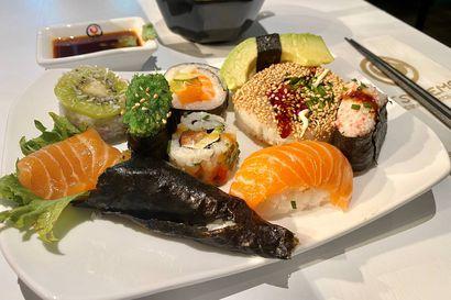 Syömässä: Oulussa vaivihkaa ovensa avanneen Itsudemon sushi on kuin taidetta