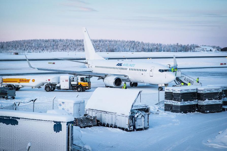 Rovaniemen lentoasemalle laskeutui sunnuntaina kello 14 aikaan noin 150 matkustajaa kuljettanut ASL Airlinesin matkustajakone, joka oli ilmoittanut laskusiivekkeen viasta. Kone pääsi laskeutumaan onnistuneesti.