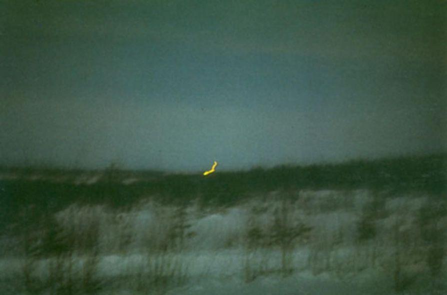 Pudasjärven taivaalla on nähty erikoisia valoilmiöitä. Tässä Atte Särkelän kuva Röyänvaarasta vuodelta 1971.