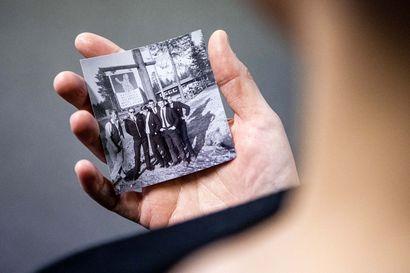 Löytyykö sinulta kuva napapiirin kyltillä? Julkaisemme kuvia Lapin monilta napapiireiltä