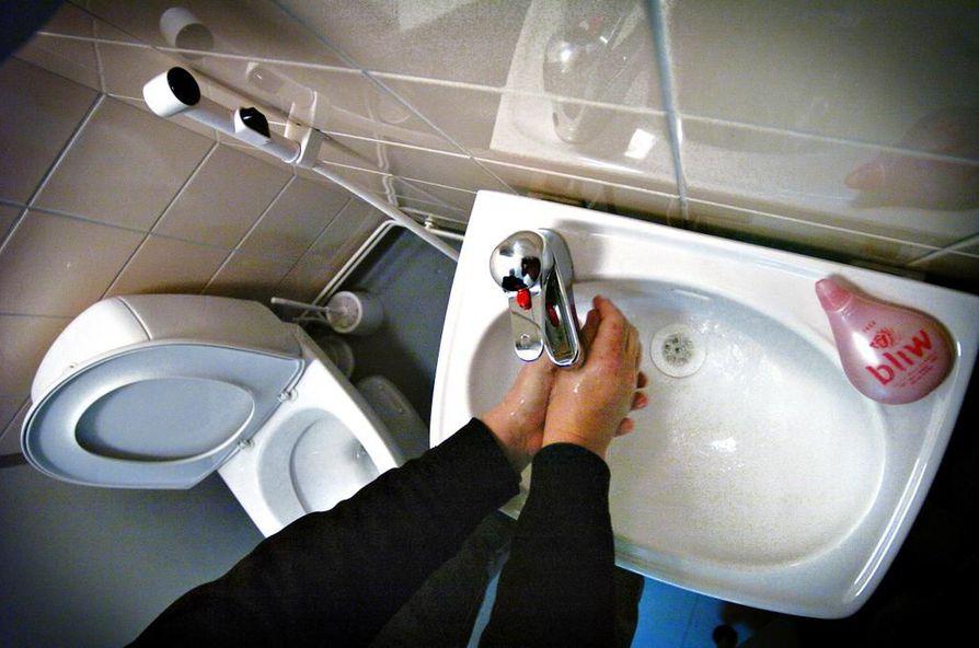 THL suosittelee muun muassa käsienpesua vesiripulia aiheuttavan taudin ehkäisemiseksi.