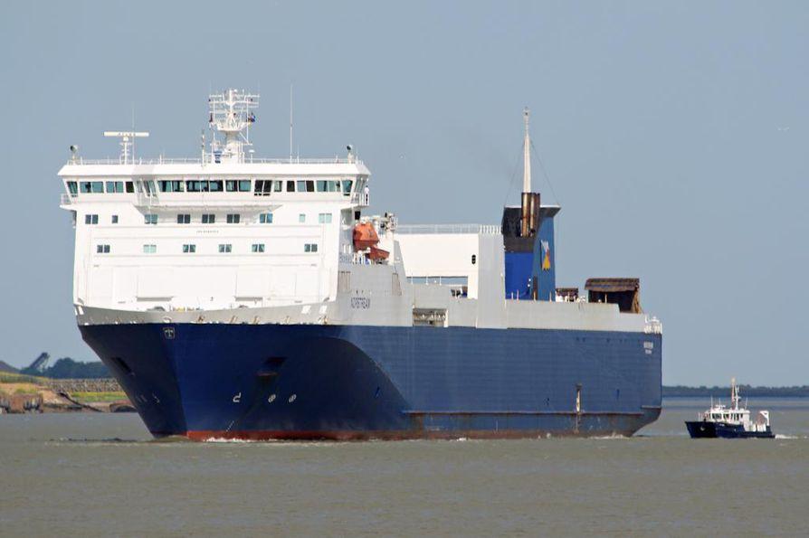Norstreamin miehistö pelasti uponneen rahtilaivan koko miehistön lauantain vastaisena yönä.