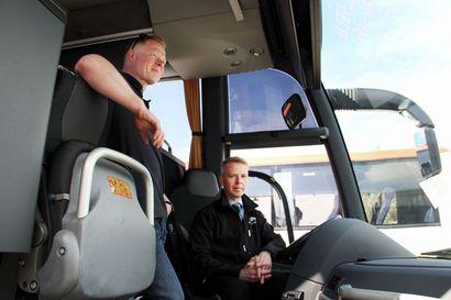 """Lapin joukkoliikenteen järjestäjät toivovat kuljettajien esimerkin kannustavan kasvomaskien käyttöön – """"Aamulla autossa oli se 50 matkustajaa, joista kahdella oli maskit"""""""