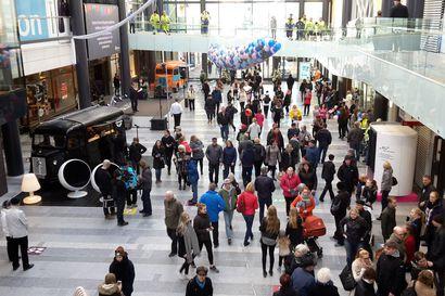 Kaupunginhallitusta johtava Kyösti Oikarinen: Valkean kesäkadun öinen sulkeminen otettava pohdittavaksi – Sopimuksessa pykälä joka sallii sulkemisen