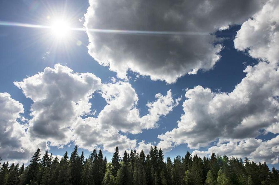 Maanantaina saadaa Oulussa nauttia vielä lähes hellelukemista. Sen jälkeen sää viilenee.