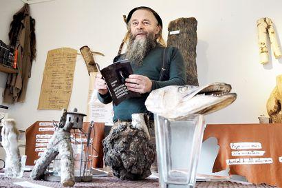 Kittilässä asuva runoilija Tapani Tavi etsii Lapista pohjoista kivaa