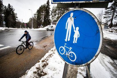 Tieliikennelain uudistus tarkoittaa kunnille mittavaa liikennemerkkisavottaa ja isoa laskua – Rovaniemellä pyöräteiden lisäkilvitys maksaa jopa 300000 euroa