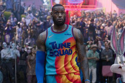 Arvio: LeBron James ja animaatiosankarit ratkaisevassa koripallo-ottelussa