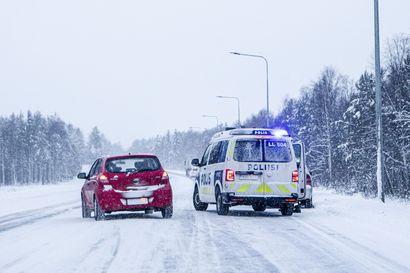 Erittäin huono ajokeli haastoi Lapin liikenteen – päivän aikana useita ulosajoja, jo torstaina tupruttaa lisää lunta