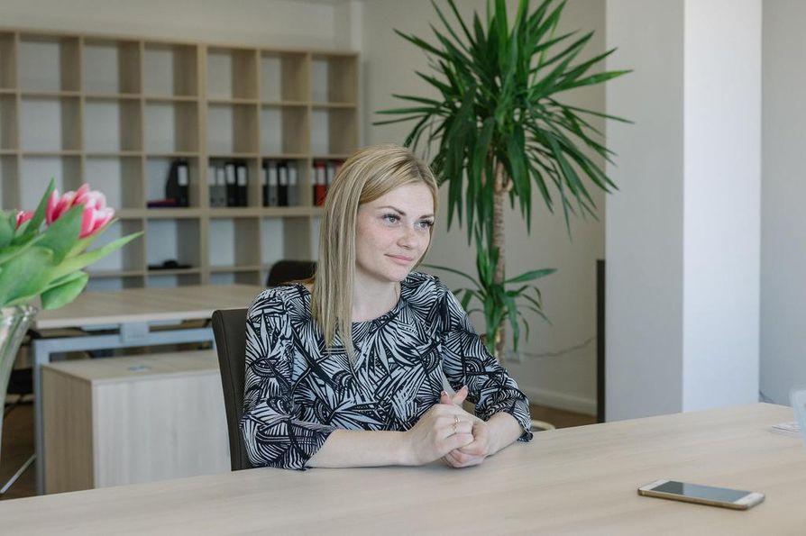 Darjalle sijaissynnyttäjän tehtävä Pietarissa on taloudellisesti parempi vaihtoehto kuin sihteerin työ Rostovissa. Yksinhuoltaja asuu Pietarissa, kunnes on synnyttänyt toisen sijaissynnytyslapsensa. Palkkiorahoilla hän aikoo ostaa asunnon kotikaupungistaan.