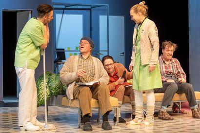 Teatteriarvio: Onko naaman vika, jos peili on vino – draamakomedia puhuu tämän päivän äänellä