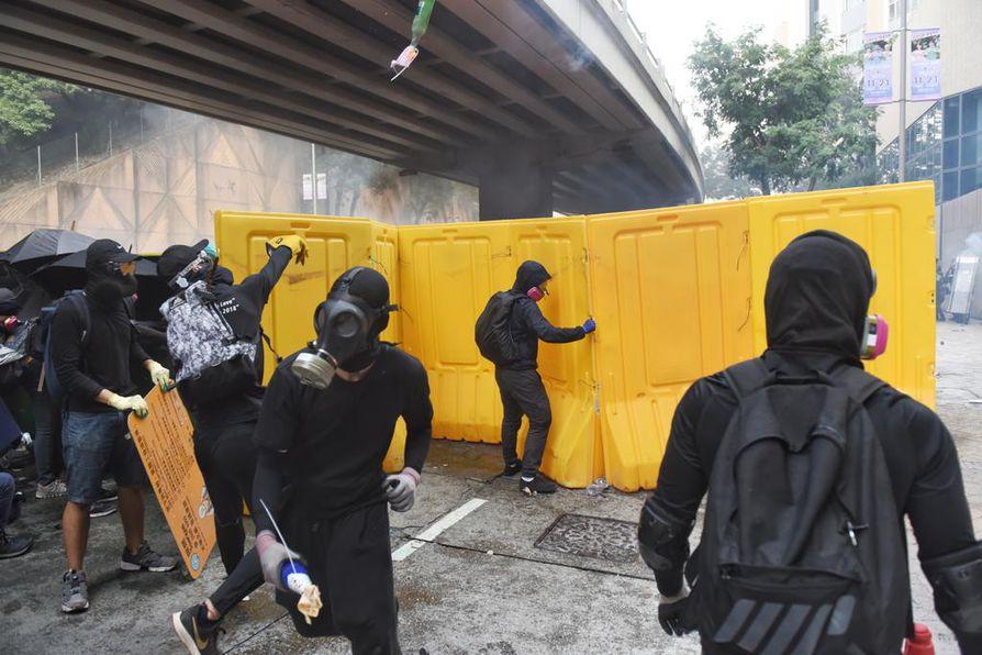 Hongkongin mielenosoitukset ovat jatkuneet yli viisi kuukautta, eikä protestoijien ydinjoukon päättäväisyys ole hiipunut. Yhteenotot leimahtivat Jordanin kaupunginosassa.