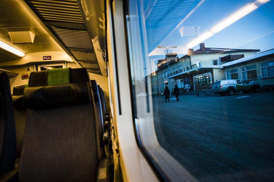 Alkuvuosi on ollut VR:lle tilastollisesti kaamea. Vain joka toinen IC 22 -junan vuoro Rovaniemeltä Helsinkiin on ollut ajoissa.