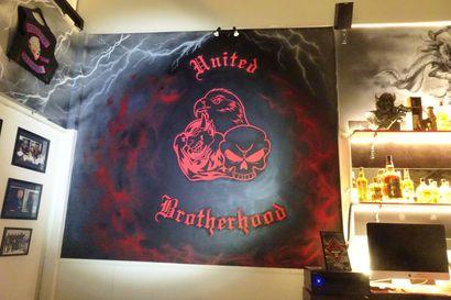 United Brotherhood -rikoksista syytteet 38:lle – huumerikoksia, ampuma-aserikoksia, pahoinpitelyitä, ryöstöjä, rahanpesua ja petoksia
