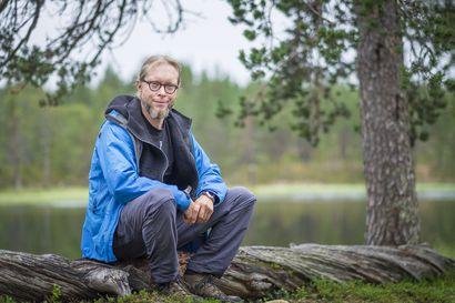 Arvio: Sähkömies maailmaa pelastamassa – Mikko-Pekka Heikkisen romaanissa muoto on kevyt ja sisältö painavaa