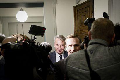 Ulkoministeri Pekka Haavisto kiitteli vihreiden puolueväkeä peukutuksista –ei ottanut lainkaan kantaa joutumisestaan esitutkintaan