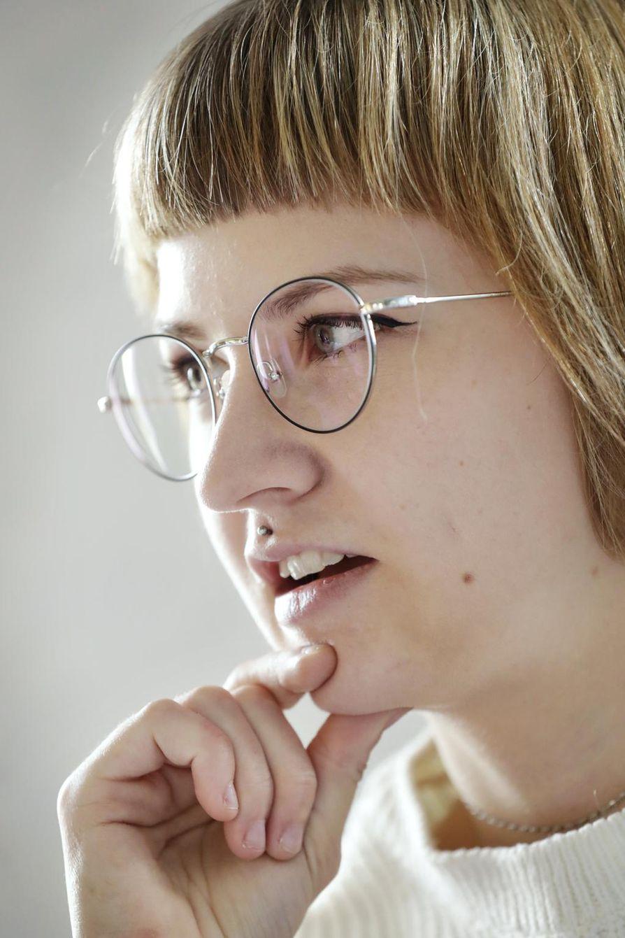 Mirva Pohjanen on huolissaan internetissä leviävästä itsetuhoisuuden ihailusta.
